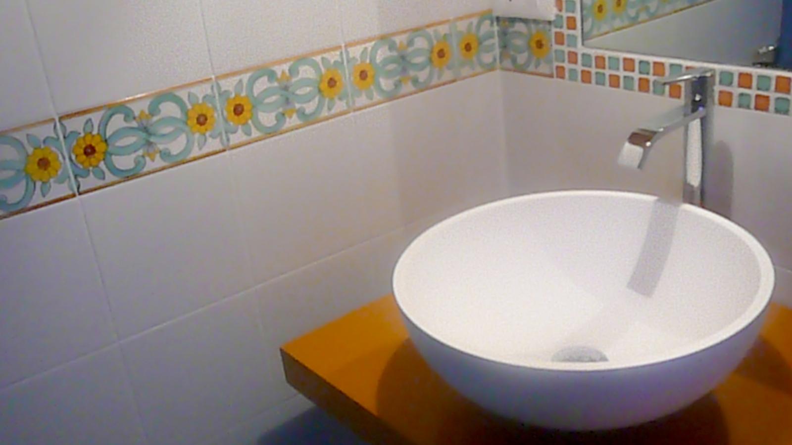 Edilizia residenziale superfici creative - Arredo bagno verde ...